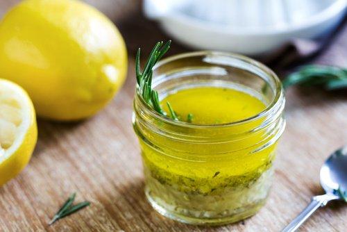 Citron avec de l'huile d'olive