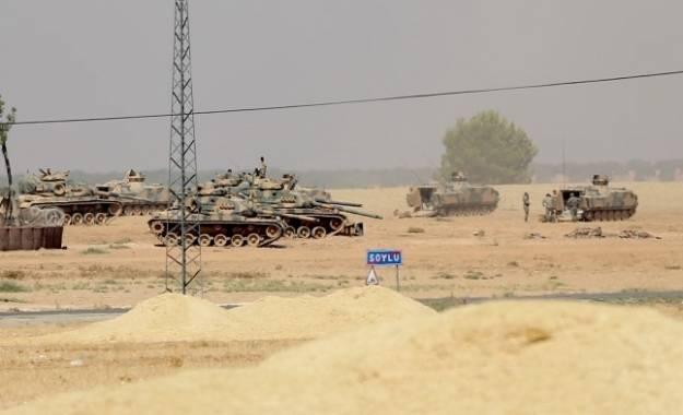 Τουρκικά άρματα μάχης προσεγγίζουν τα σύνορα με τη Συρία