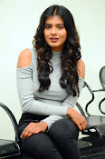 Hebah Patel new dazzling photos-thumbnail-6