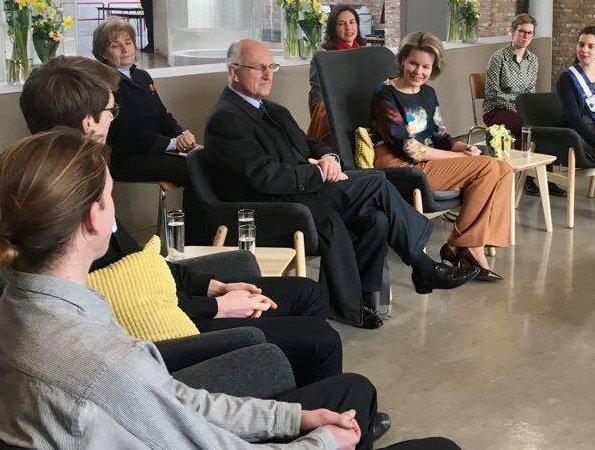 Queen Mathilde of Belgium visited the Luca School of Arts in Leuven. Queen wore Natan blouse and Natan trousers. Mathilde wore Natan coat, and earrings