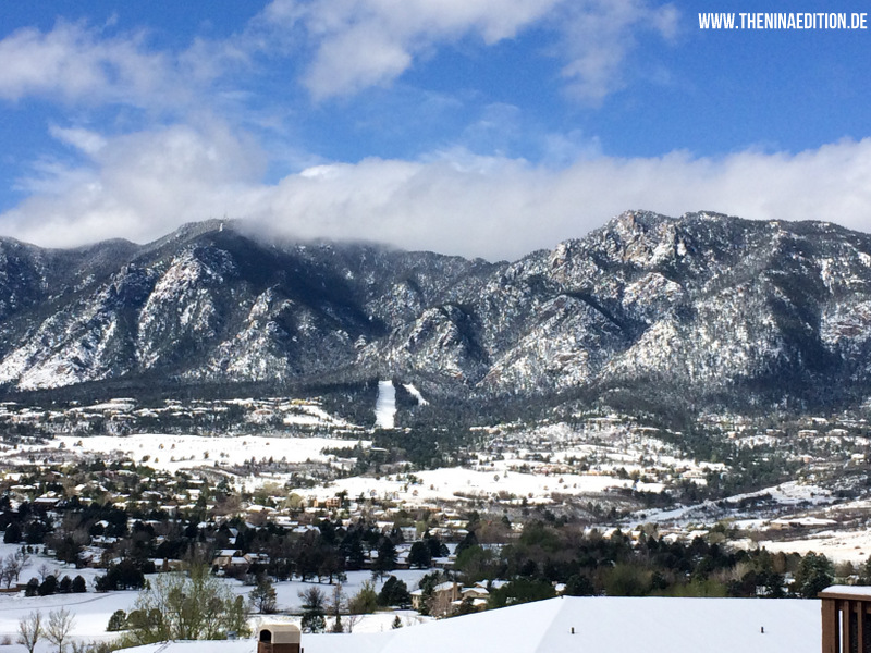 Colorado Springs - view / Blick vom Cheyenne Mountain Ressort auf den Pikes Peek bei Schnee