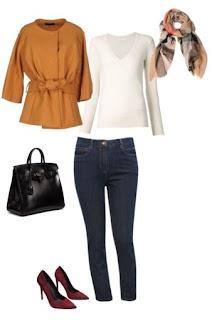 Calças de ganga com malha branca, casaco camel com cinto e sapatos de salto alto bordeaux