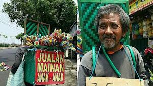 Bantu Pak Suyoto Penjual Mainan Anak Tradisional