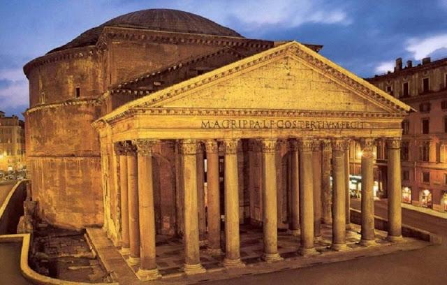 Panteão de Roma iluminado