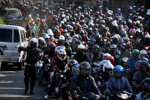 Ahok Usulkan Pajak Kendaraan Bermotor di Jakarta Naik 15 Persen