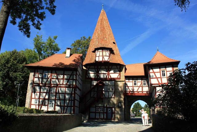 Am Rödelseer Tor in Iphofen © Copyright Monika Fuchs, TravelWorldOnline