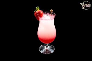 coctel dulce leydi barman in red