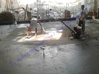 Floor Hardener berguna untuk meningkatkan kekerasan beton, kemampuan ketahanan abrasi dan meminimalkan debu pada permukaan lantai beton
