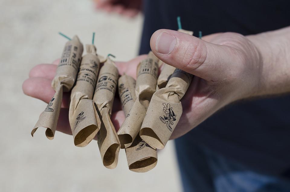 Botti illegali sequestrato laboratorio: la polvere da sparo sotterrata in giardino