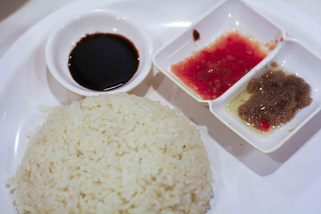 Hainanese chicken rice and sauces