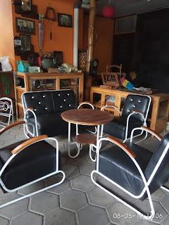Kursi jadul pipo nuansa industrial kental dengan kolonialnya