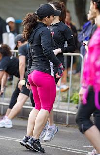 mujeres haciendo ejercicio calzas