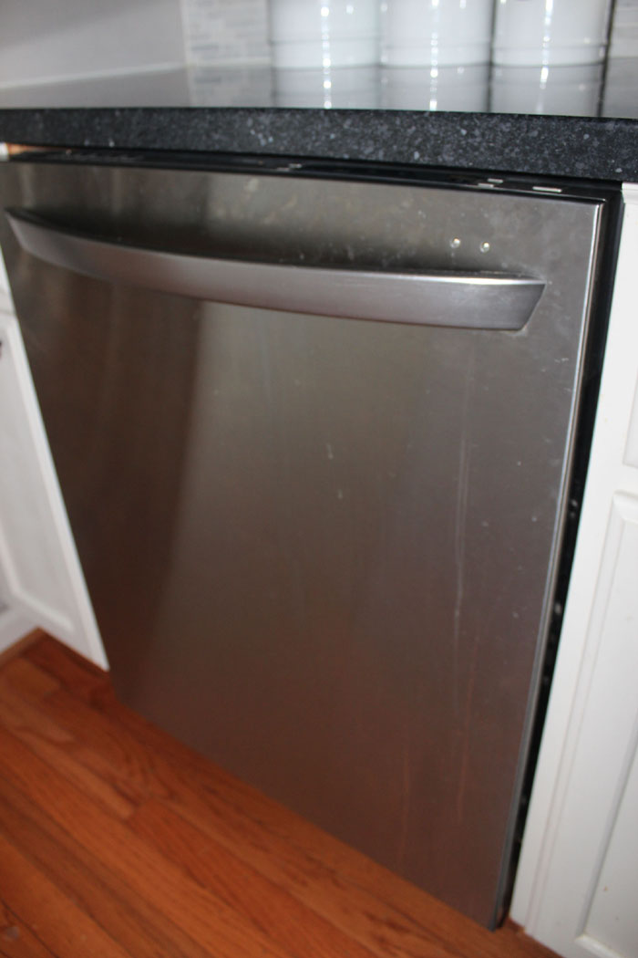 How to clean a dirty LG stainless Dishwasher full of drips and fingerprints.