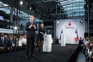 Emmanuel Macron et Kat Borlongan présentent la feuille de route de la French Tech à Station F