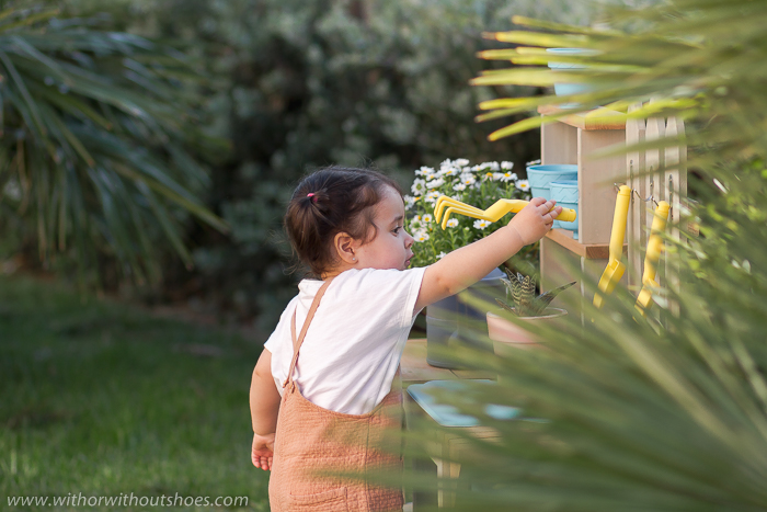 Jugando a cuidar la naturaleza: Estación de Jardinería Greenville de Kidkraft para niños