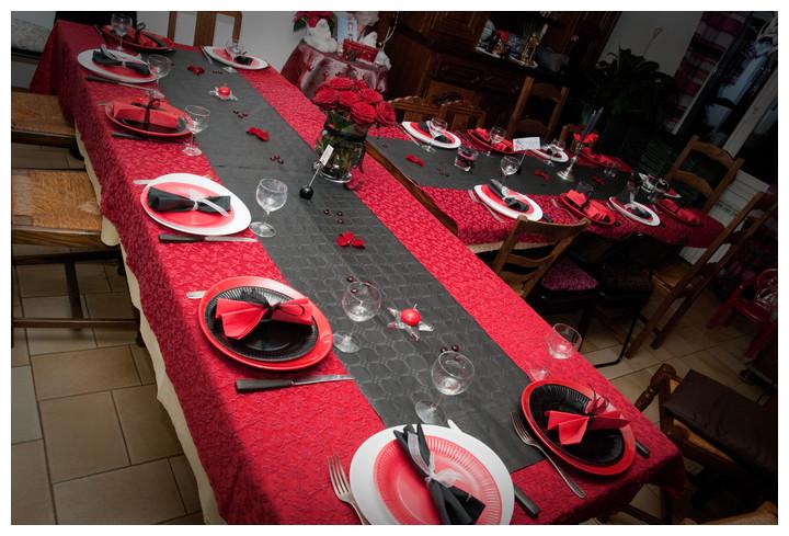 ma d co passe table en rouge et noir. Black Bedroom Furniture Sets. Home Design Ideas