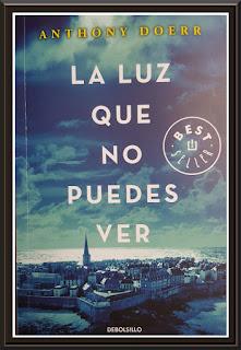 Portada del libro con una panorámica de la ciudad y muralla de Saint Maló y donde el título ocupa casi toda la portada.