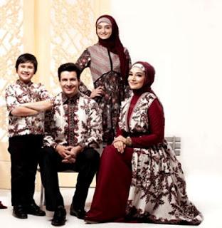 Baju seragam batik keluarga untuk pesta pernikahan
