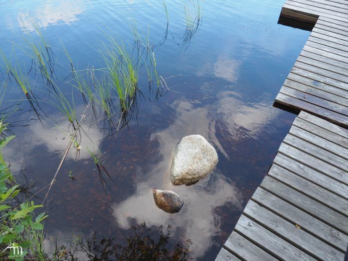 mökkilaituri ja veden välke