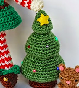 http://crafteandoqueesgerundio.blogspot.com.es/2014/12/patron-arbol-navidad-pattern-christmas-tree.html