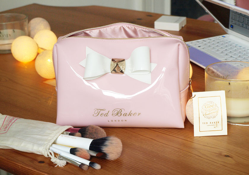 e5a01463b Ted Baker Pretties Bow Wash Bag And Flip Flops