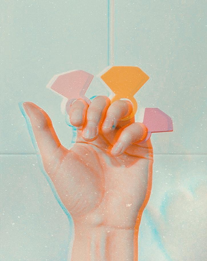 DIY: biżuteria z... naklejek oraz rzecz o przekłuwaniu uszu małym dzieciom