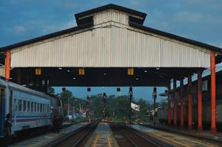 harga tiket dan jadwal kereta api jakarta haurgeulis terbaru 2018 2019 2020 2021 2022 2023 2024 2025
