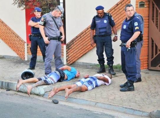 ROCAM persegue e prende dupla com revólver após tentativa de assalto em Mogi Guaçu