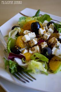 (Sałatka z mandarynkami, oliwkami i fetą