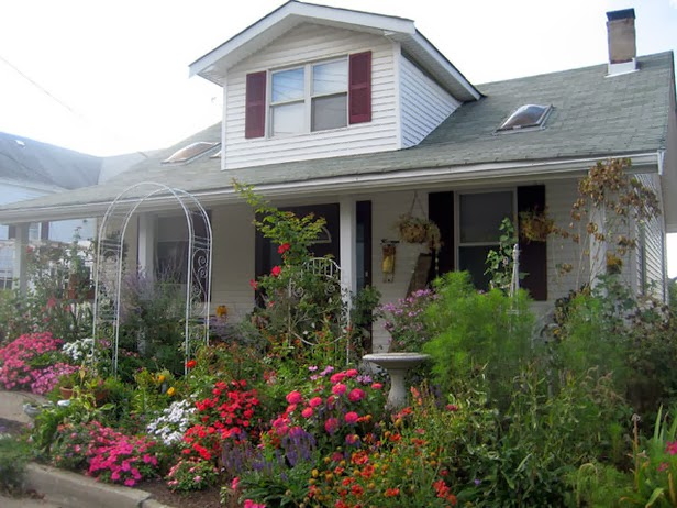 6 landscaping curb appeal ideas - Inviting door color ideas for welcoming the guests in sweeter way ...