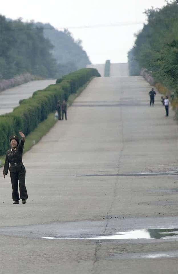 Μερικοί στρατιώτες στην Βόρεια Κορέα αναγκάζονται να κάνουν ωτοστόπ
