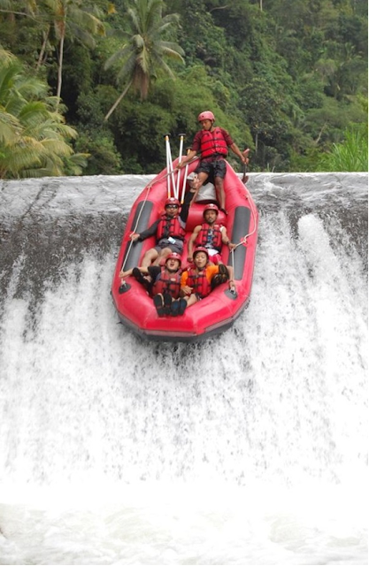 Tempat-tempat Keren Yang Wajib Dikunjungi Saat Di Bali 09 Arung Jeram Sungai Telaga Waja