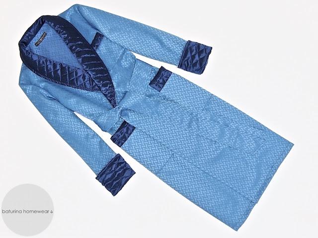 langer herren luxus hausmantel aus baumwolle und gesteppter seide in blau. Black Bedroom Furniture Sets. Home Design Ideas