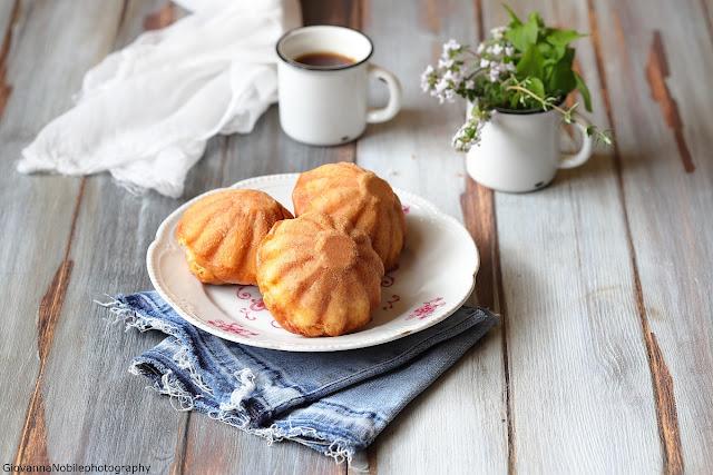 Muffin con feta, pinoli e timo