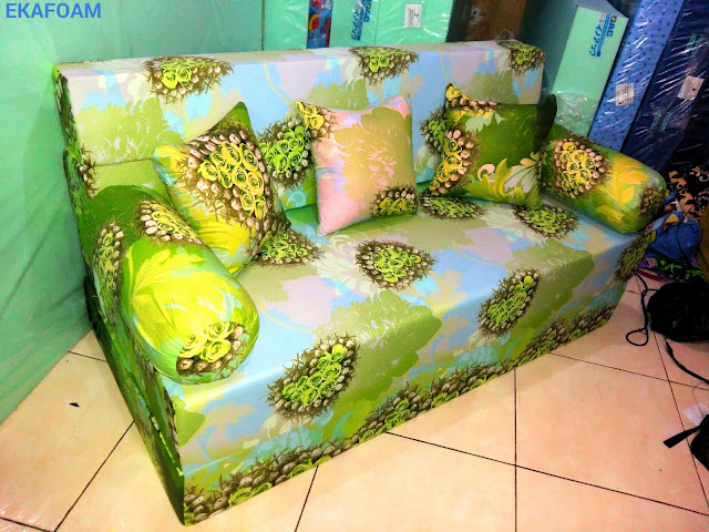 Sofa bed inoac motif ijo bunga anggur