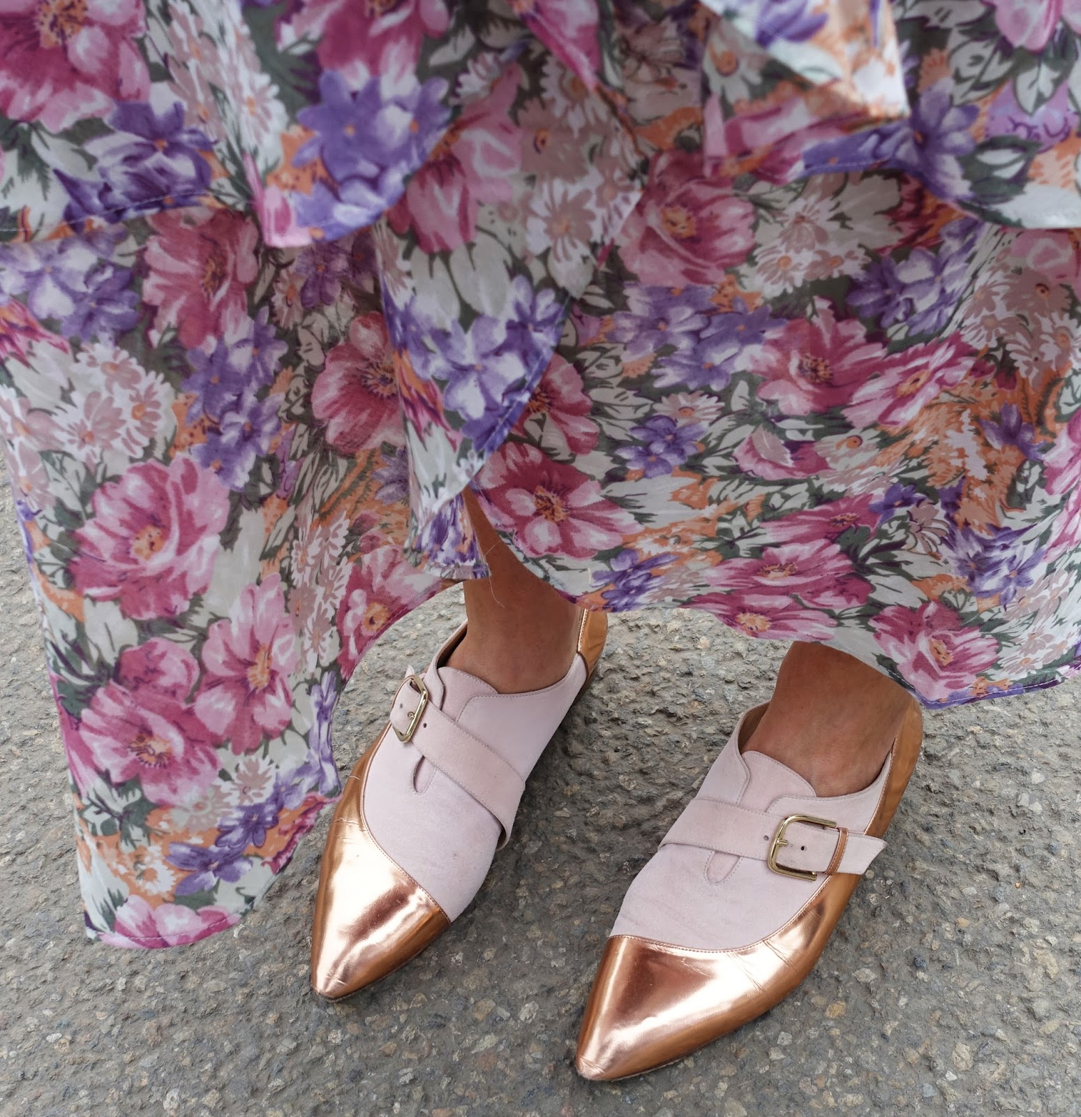 Fashionista dazzles in rose gold shoes, Chelsea Flower Show 2017