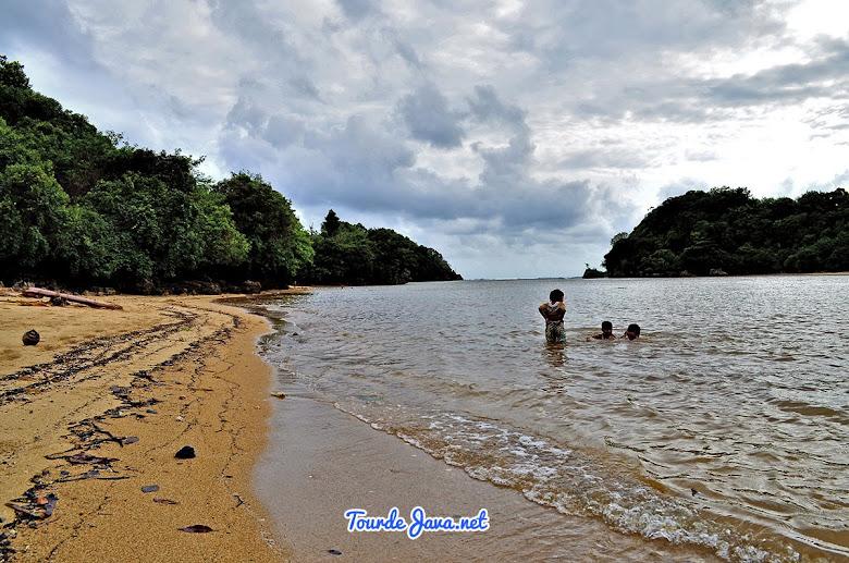 Pantai Clungup saat pasang