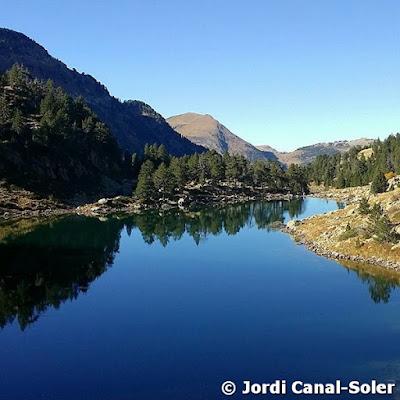 Lago de Montcasau en otoño