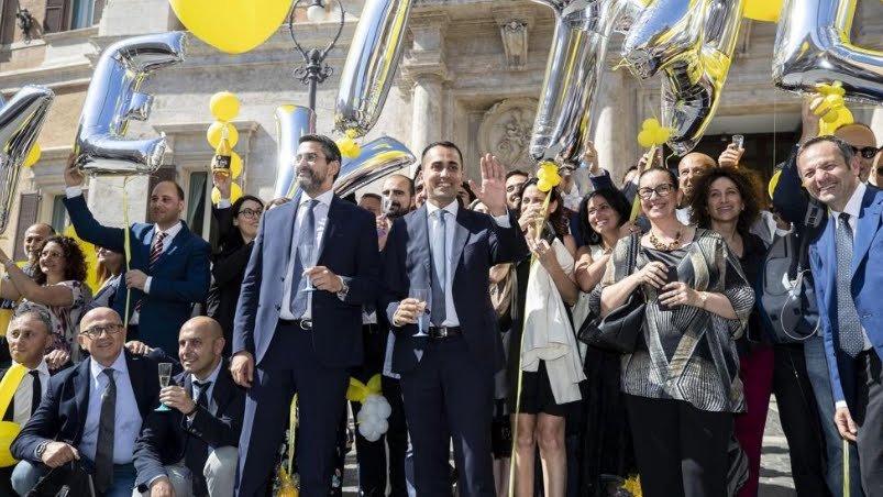 Il Parlamento italiano taglia vitalizi pensioni di ex deputati. Di Maio: ora le pensioni d'oro.