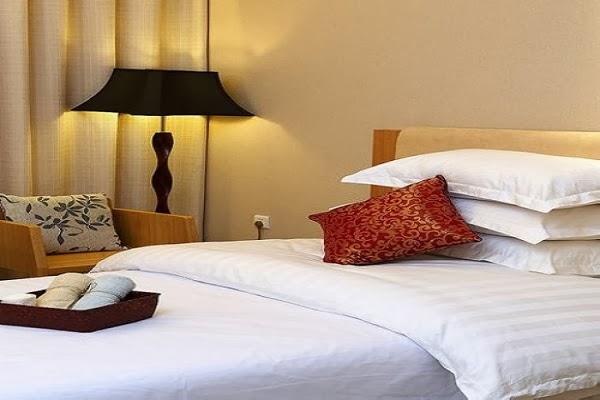 Lenjerie de pat damasc alb pentru hotel preturi - Lenjerii de pat damasc / Lenjerii bumbac satinat