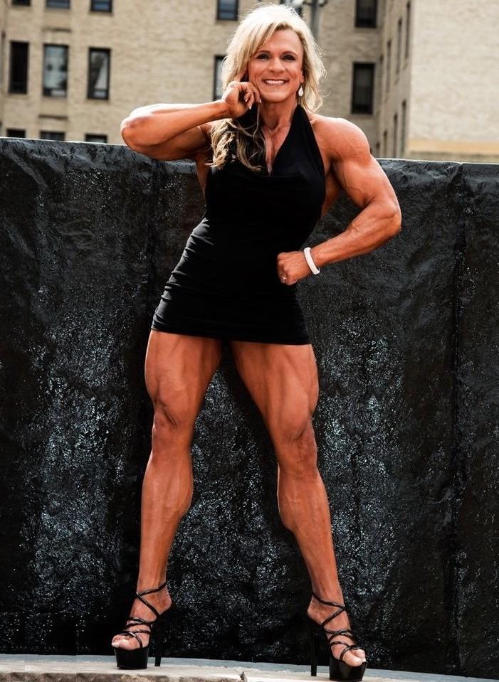 Female bodybuilder lisa cross naked workout - 4 4
