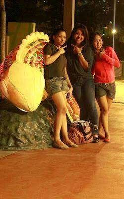 Pinay Travel in Bonifacio High Street Park