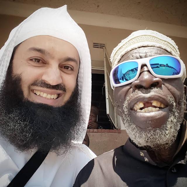 mufti menk selfie