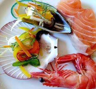 Bị nổi mề đay sau khi ăn hải sản là do đâu