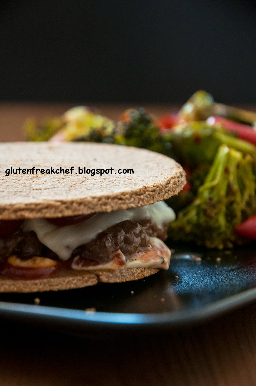 Klasik bir sandviç (jambon ve peynir ile birlikte) doyurucu bir kahvaltı için mükemmel bir seçenektir 98