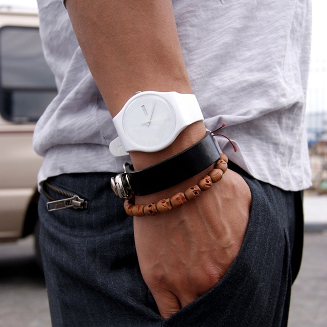 watches and accessories are 2018 summer fashion essentials for men!