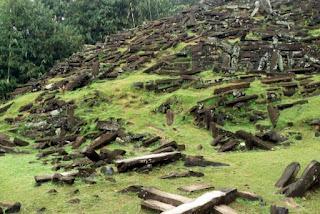 piramida tertua di indonesia
