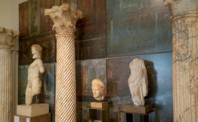 Columnes i escultures