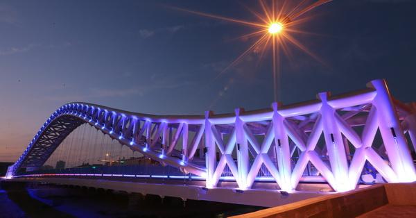 台中北屯海天橋自行車道,浪漫紫色夜景