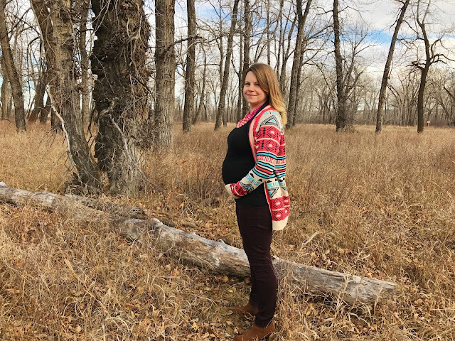 A fun cardigan to dress up your pregnancy look